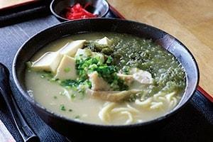 宮古島にある鶏出汁宮古そばを味わえるお店中休味商店アーサーそば