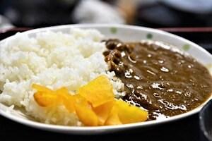 宮古島にある鶏出汁宮古そばを味わえるお店中休味商店 カレーライス定食