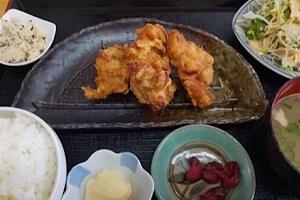 宮古島にある鶏出汁宮古そばを味わえるお店中休味商店 ナカヤスミ商店 から揚げ定食