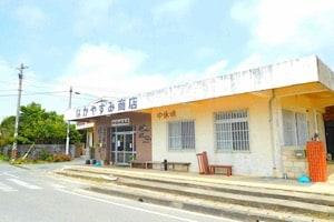 宮古島にある鶏出汁宮古そばを味わえるお店中休味商店 ナカヤスミ商店 外観 建物 お店