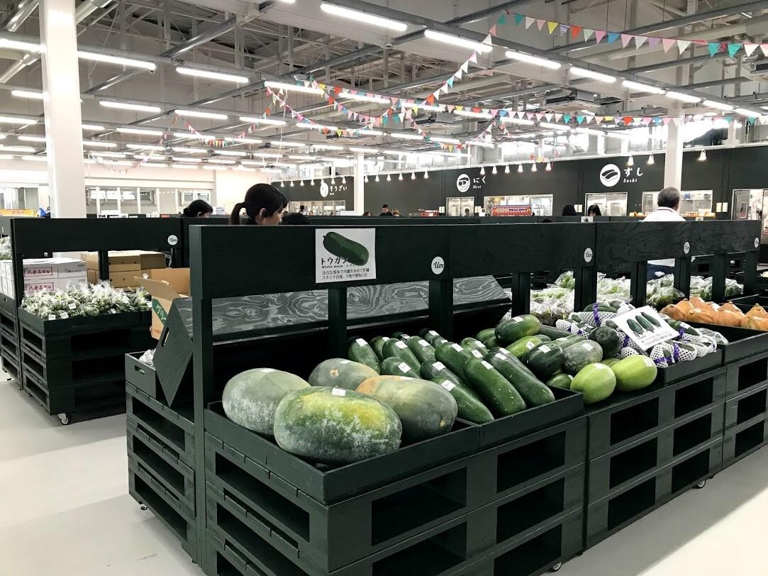 総勢700名の登録農家が食卓に華を添えます うるマルシェへの農家登録者数は、700名を超え直売所に様々なお野菜・果物を年間通してに彩りを与えています。そんな彩りをあなたにもおすそ分け。 定期だからこそ、沖縄の1年分を体験することができます。
